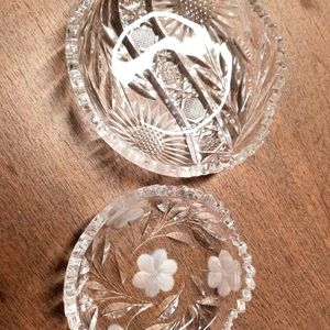 2 small crystal dishes
